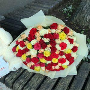 101 кольорова троянда букет фото
