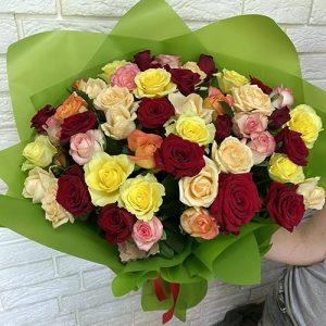 різнокольоровий букет асорті 51 троянда мікс фото
