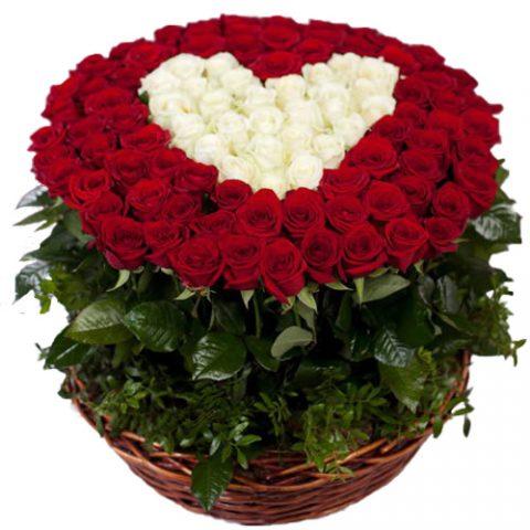 """101 троянда """"Серце в кошику"""""""