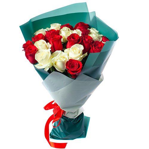 25 троянд червоних і білих фото