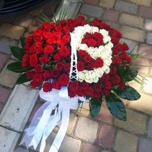 букет на ювілей 101 троянда з числами в кошику