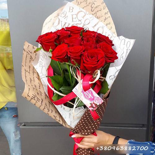 11 червоних троянд фото