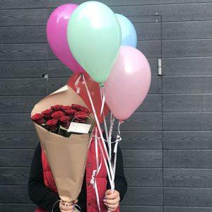 11 червоних троянд і кульки
