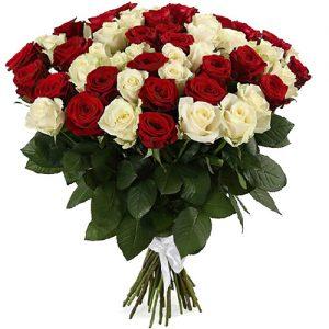 букет 51 червона та біла троянда