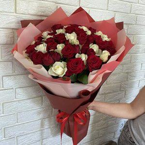 Букет 51 червона та біла троянда в Тернополі фото