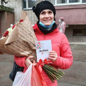 Фото товару 51 червона та біла троянда