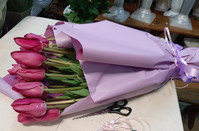 Букет рожевих тюльпанів фото